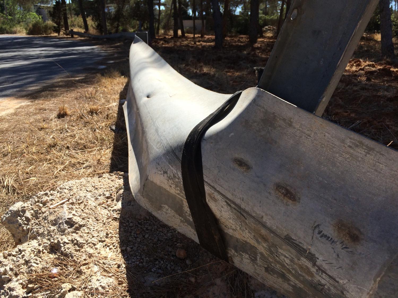 Guardarraíl atado con cinturón de seguridad