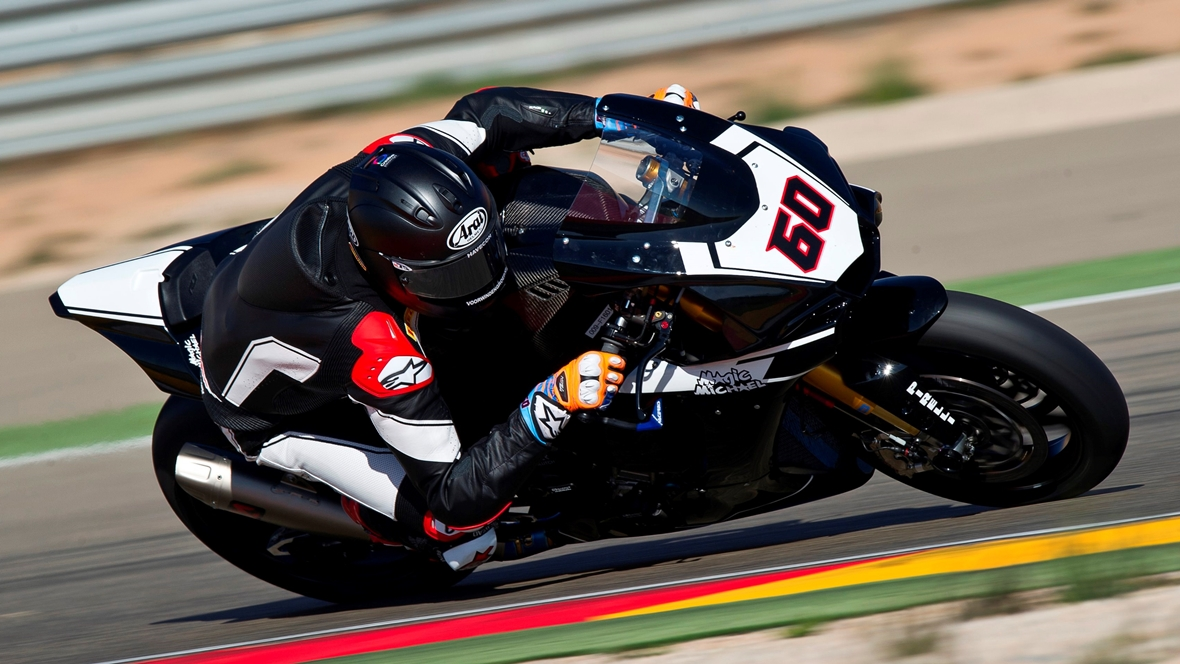Michael VD Mark sobre la Yamaha YZF-R1 de Superbike