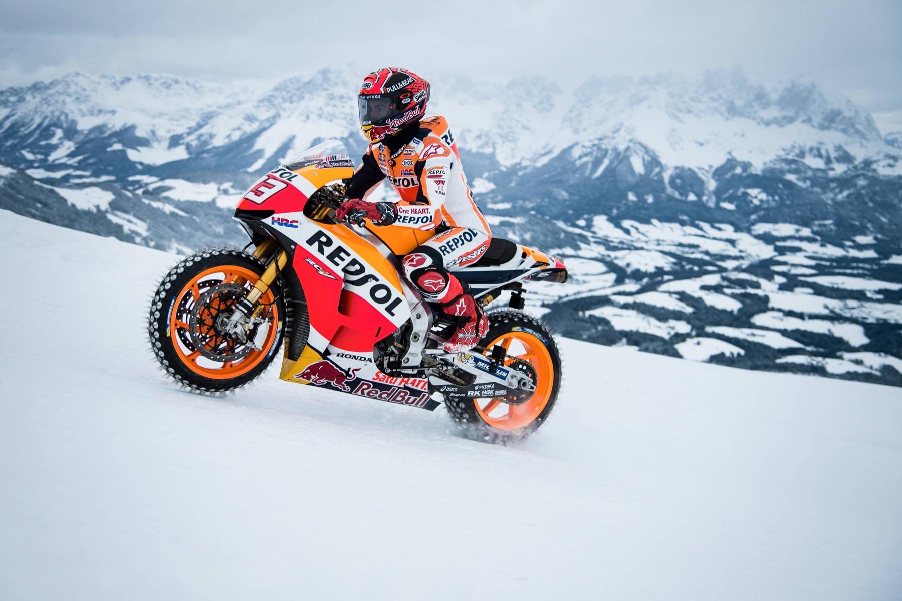 Marc Márquez con la MotoGP en los Alpes