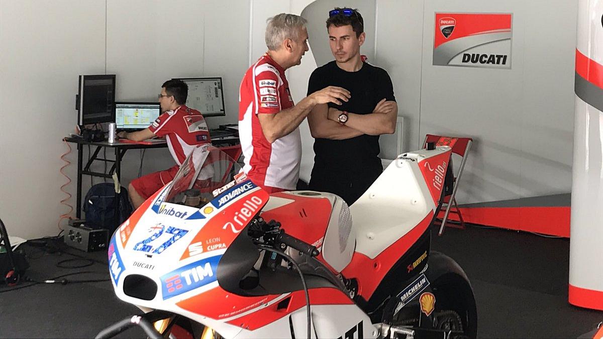 Casey Stoner con la Ducati en Sepang