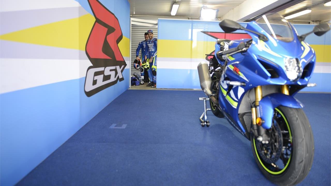 Andrea Iannone y Álex Rins con la Suzuki GSX-R 1000R