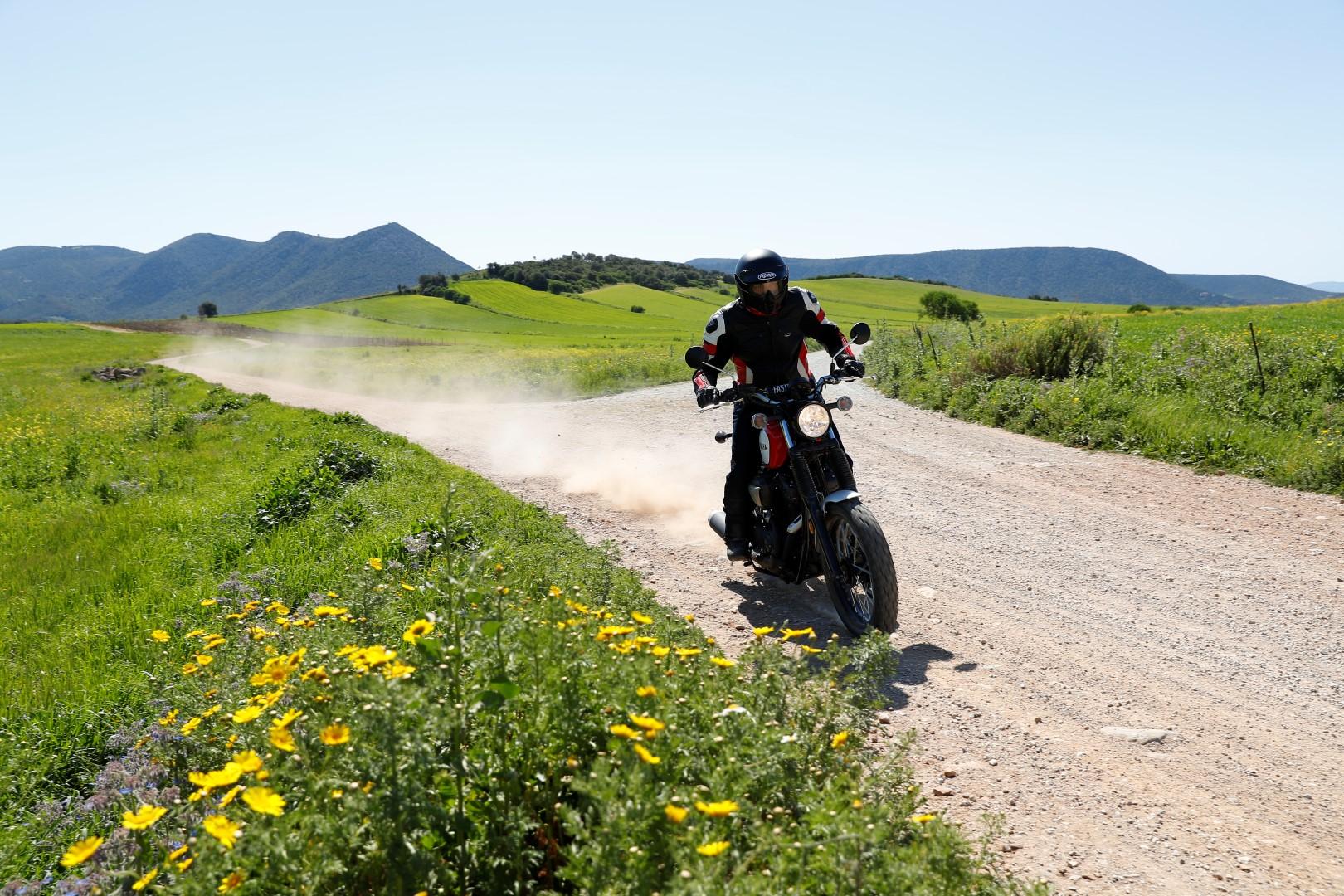 Yamaha SCR950. Fotos