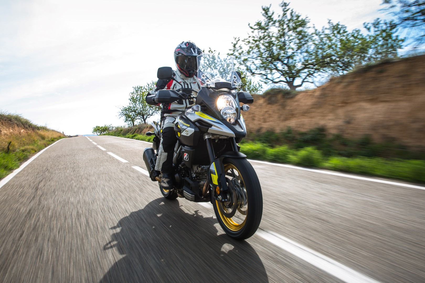 Suzuki V-Strom 1000 XT 2017. Fotos