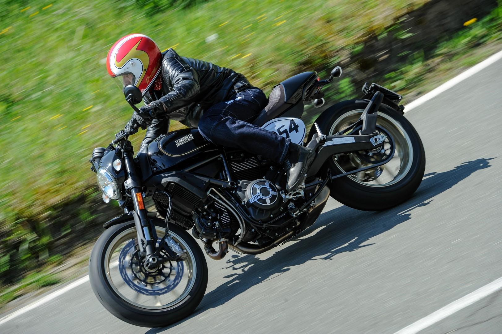 Scrambler Ducati Café Racer. Fotos