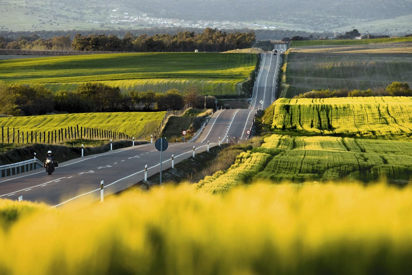 Ruta en moto en tierras de molinos y castillos con Ruralka