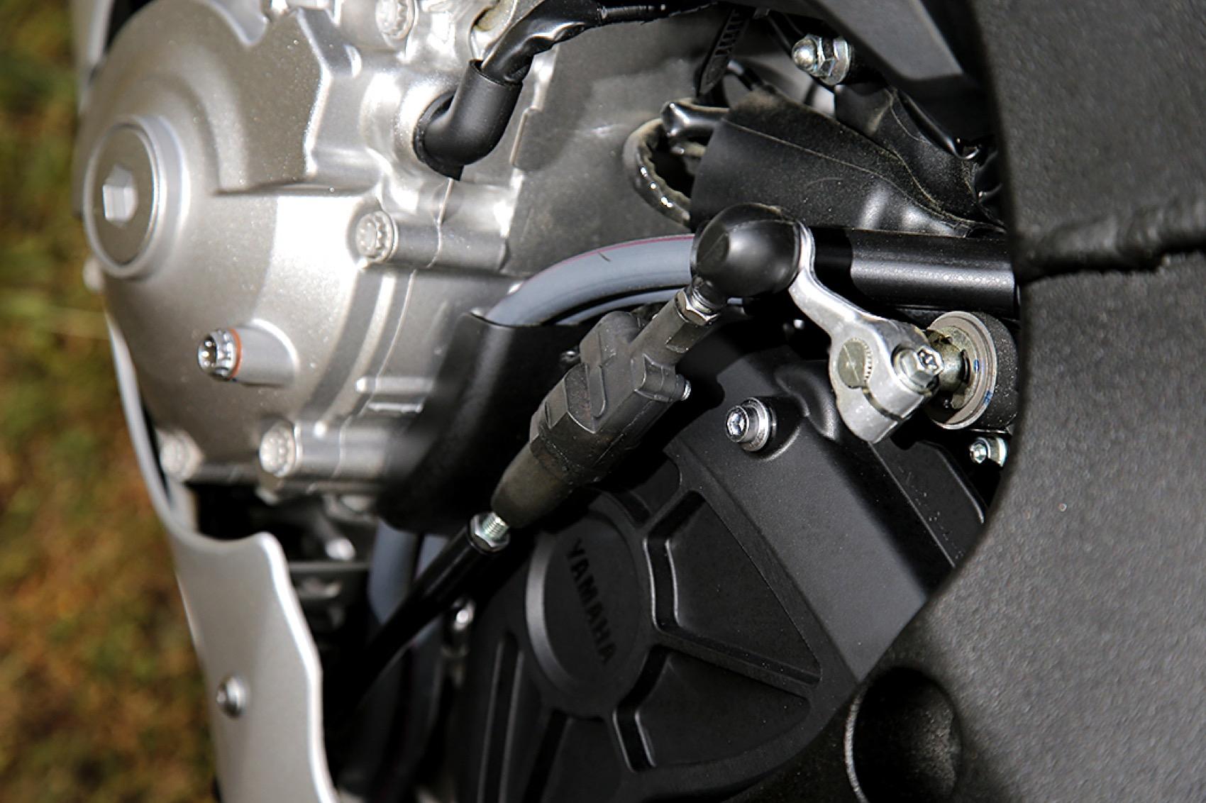 Comaprativa Yamaha MT 10 vs Yamaha YZF-R1