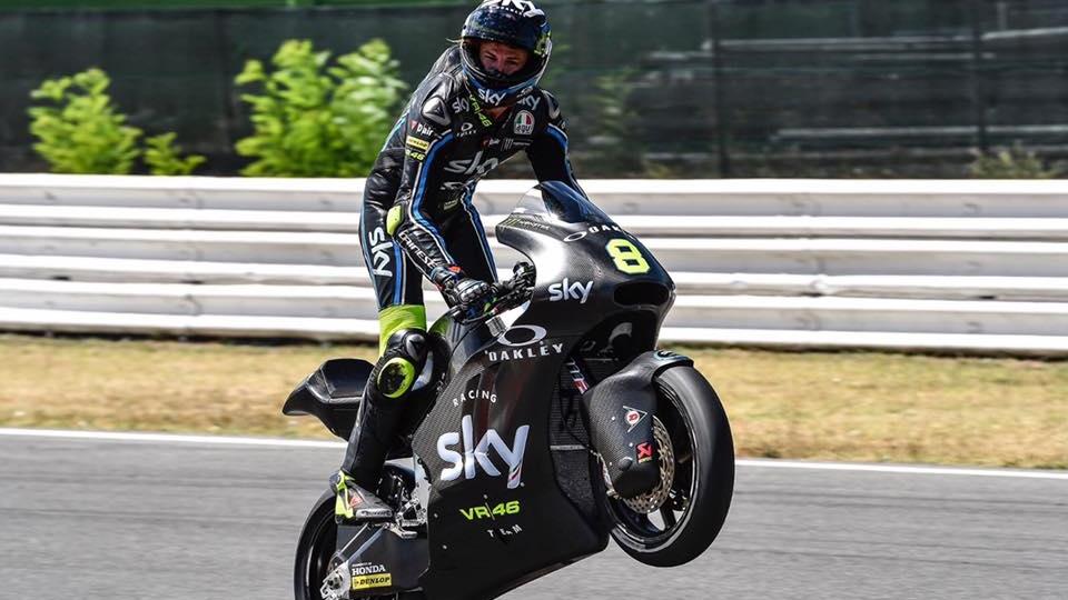 Nicolò Bulega prueba la Moto2