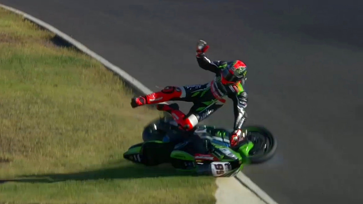 Espectacular accidente de Tom Sykes