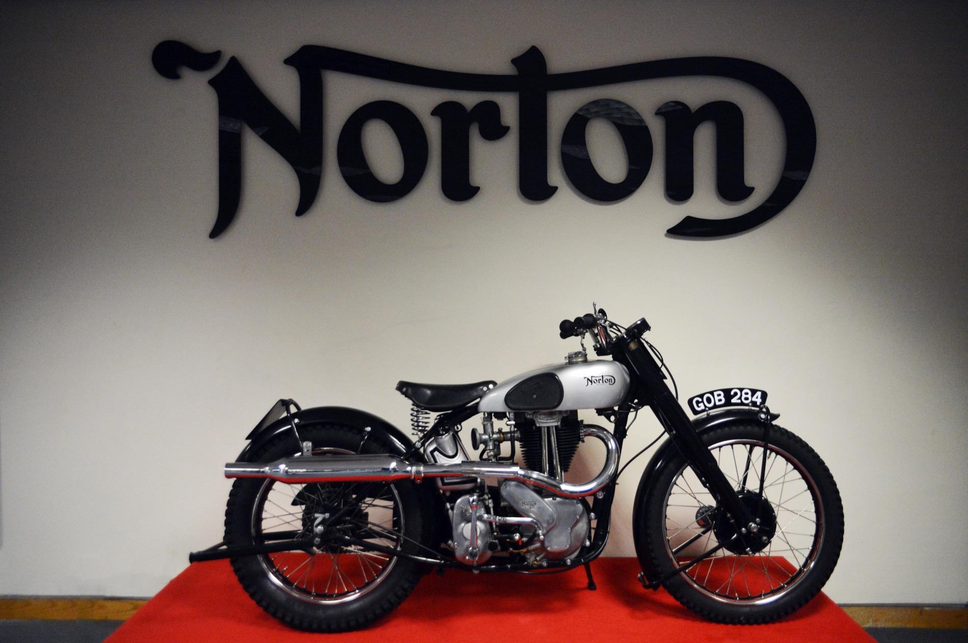 Norton Scrambler y motor 650cc