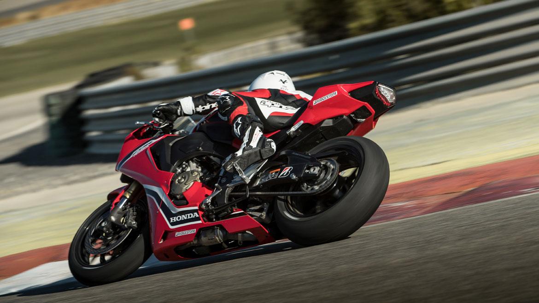 Gama 2018 Bridgestone moto