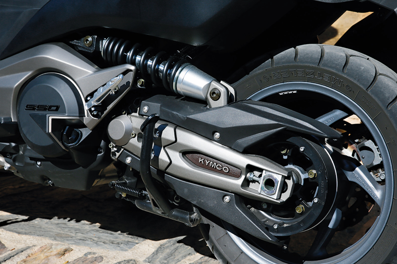 Yamaha TMAX SX vs Kymco AK550
