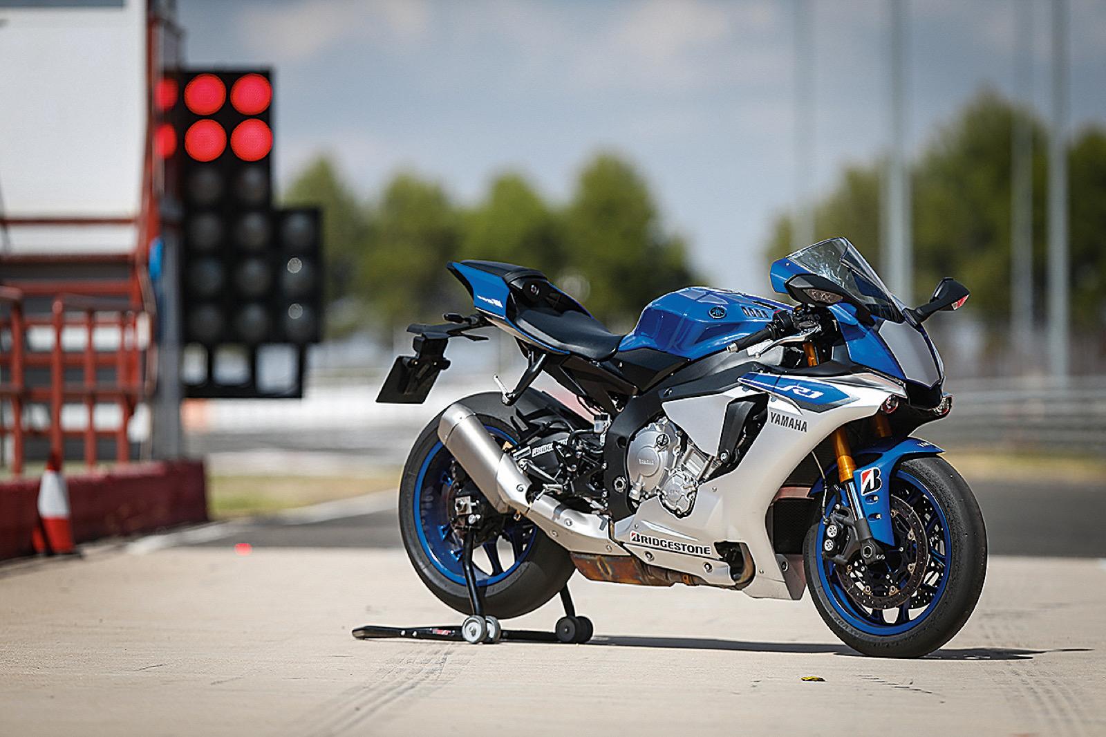Yamaha YZF-R1 2017, prueba fondo con Julián Simón