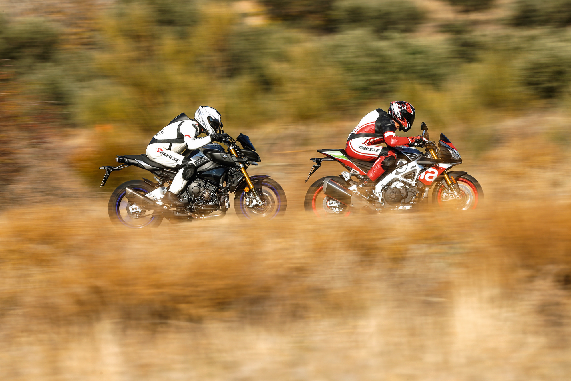 Comparativa Yamaha MT-10 SP vs Aprilia Tuono V4 1100 Factory