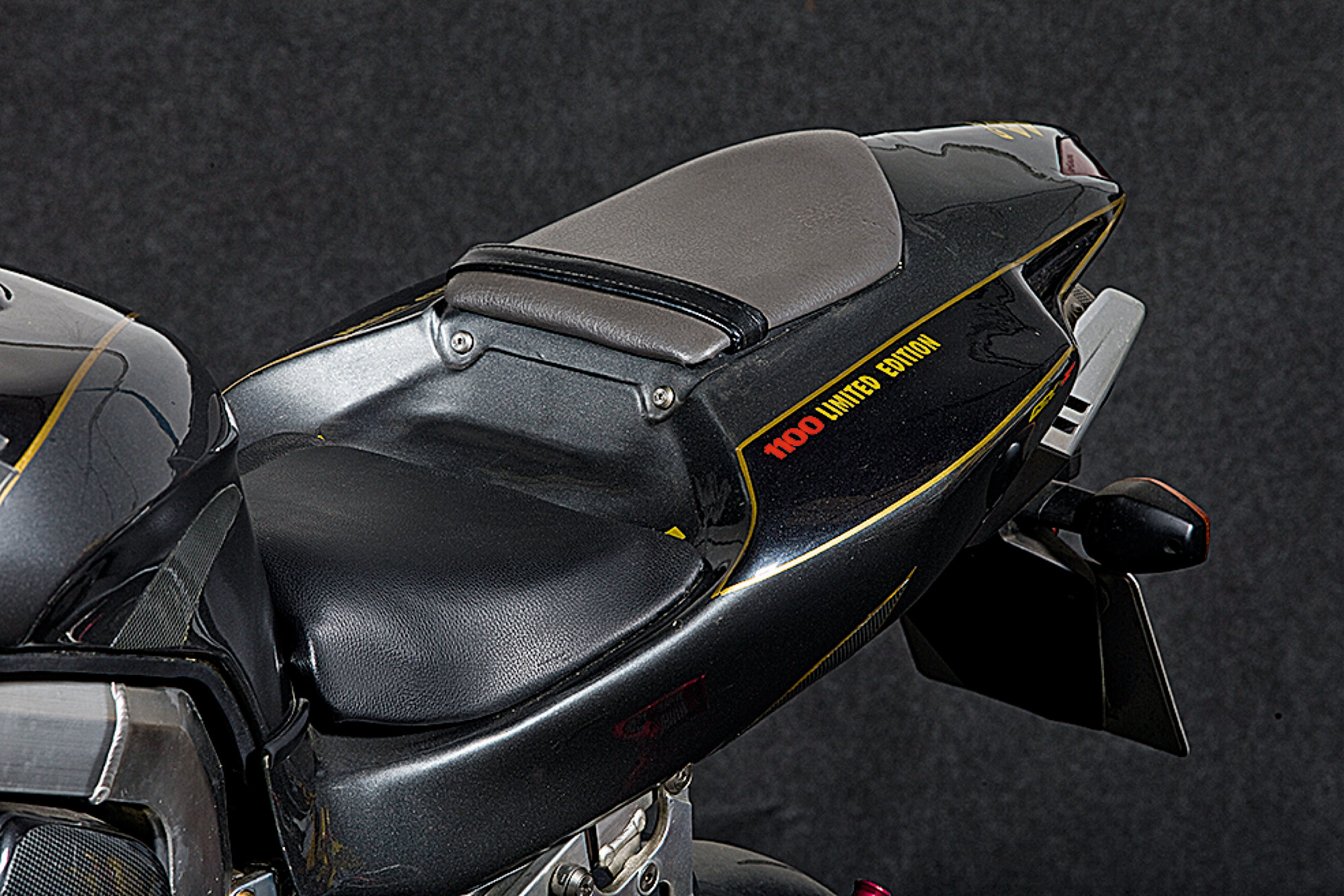 Suzuki GSX-R1100 Ultralight, fuera de serie