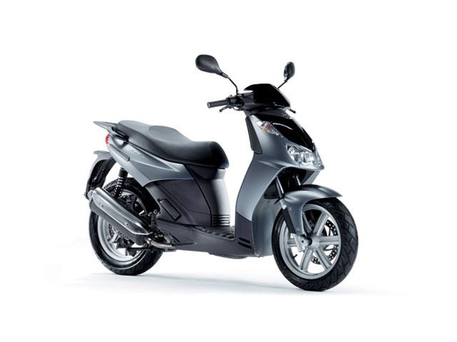Yamaha, Aprilia y Kawasaki promocionan sus modelos