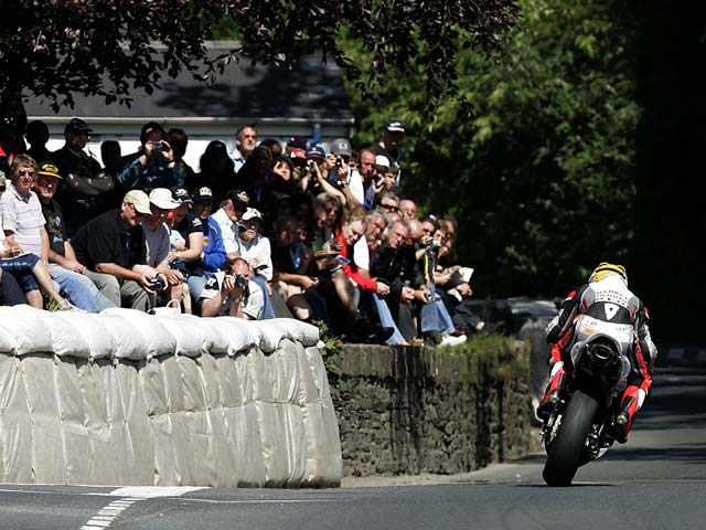 McGuinness conquista el Senior TT