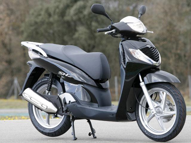 Superventas de junio: Honda Scoopy 125 y Yamaha FZS 600 Fazer