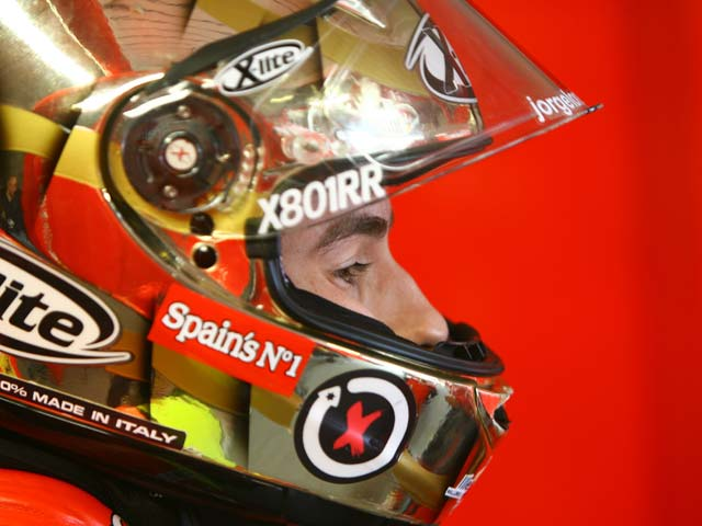 Lorenzo ya se ha subido en la Yamaha M1