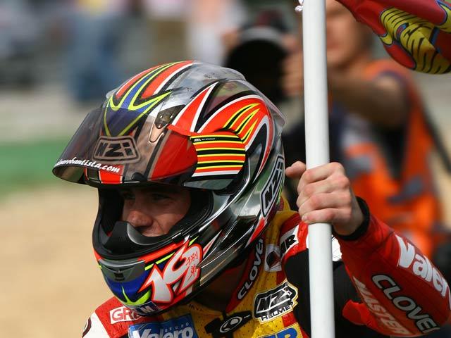 Escribe sobre motos y gana el casco de Bautista y Lorenzo en 2006