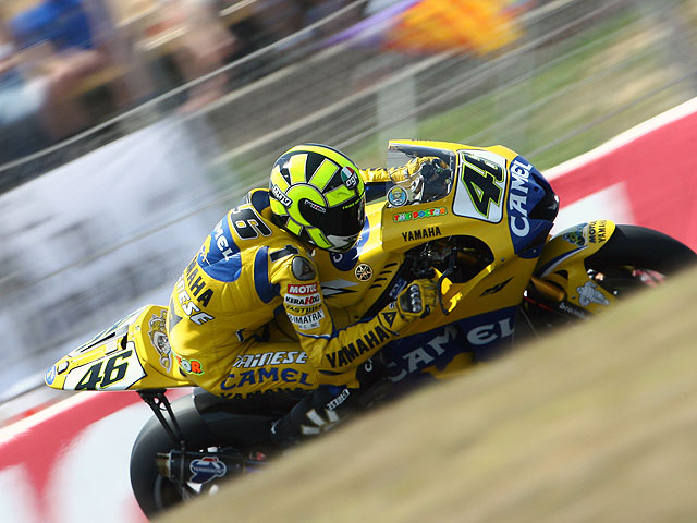 Rossi gana un GP catastrófico