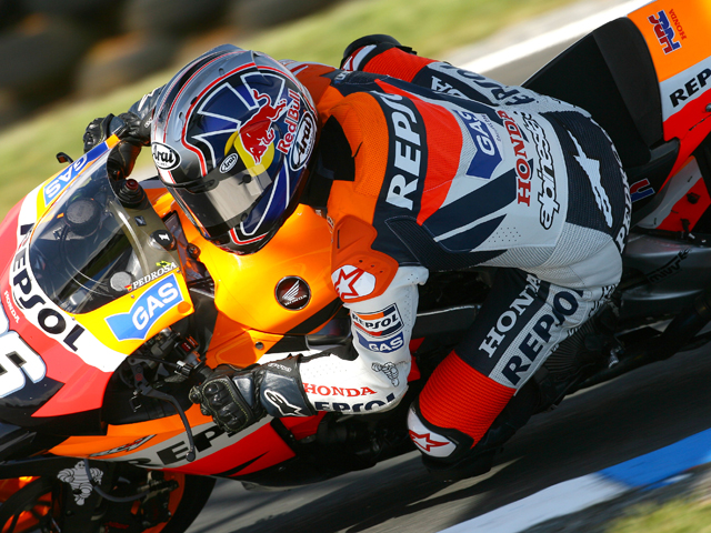 Stoner reafirma el título en MotoGP con su novena victoria