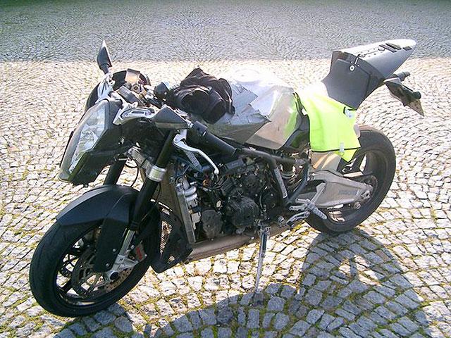 Llega la KTM RC8
