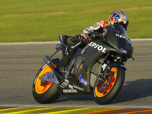 Lorenzo debuta con Yamaha en Valencia