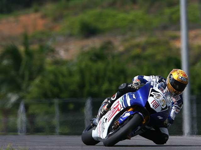 Honda domina con Hayden y Lorenzo es tercero