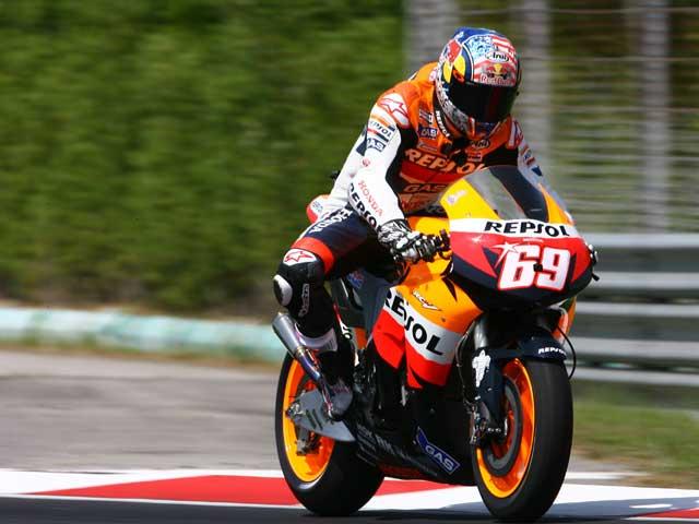 Valentino Rossi prueba los neumáticos de calificación