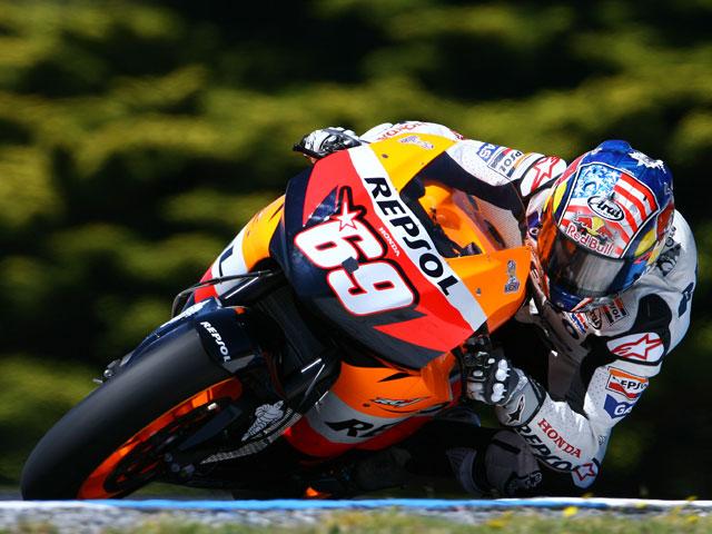 Rossi manda y Lorenzo mejora levemente