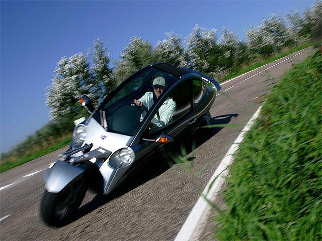 Vuelta a España en la moto prototipo Carver One