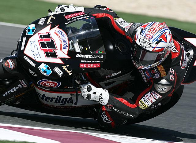 Troy Bayliss (Ducati) impone su ley en SBK