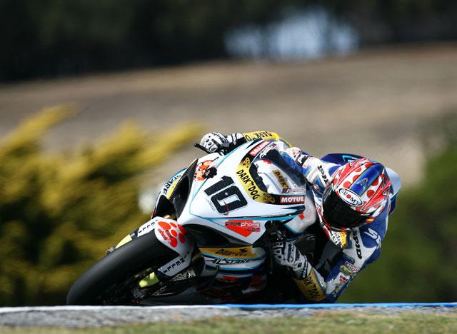 Primer podio de Checa (Honda). Bayliss (Ducati) primero, Nieto (Suzuki) tercero