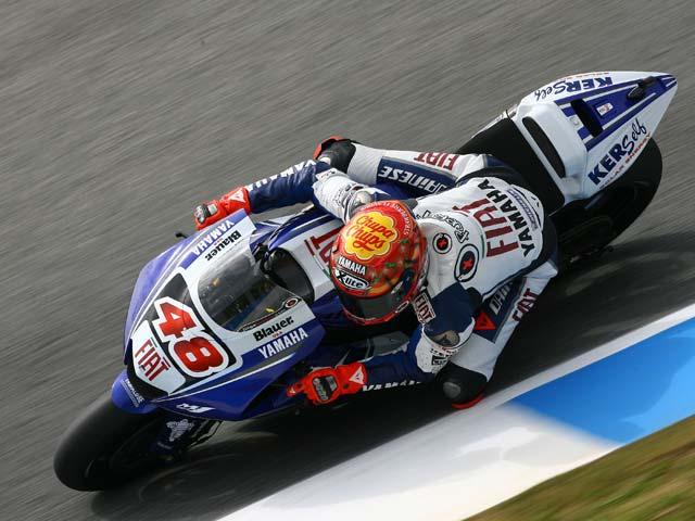 Pedrosa (Honda) toma la iniciativa. Lorenzo (Yamaha), quinto