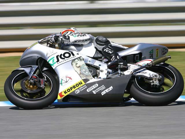 Imagen de Galeria de Kallio (KTM) se encuentra con la victoria. Caída de Bautista en la última vuelta
