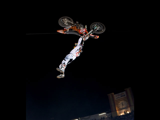 Comienza el Red Bull X Fighters con Mat Rebeaud a la cabeza