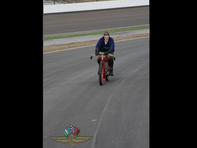 Nicky Hayden inaugura el Circuito de Indianapolis
