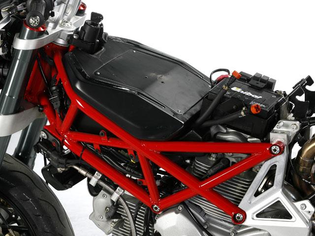 Mantenimiento moto: limpieza de los bornes