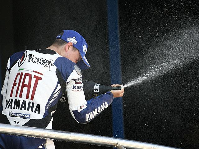 Lorenzo (Yamaha), operado del antebrazo derecho en Barcelona
