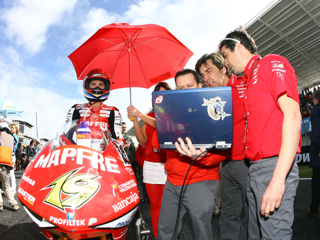 Aspar sigue buscando un hueco en MotoGP
