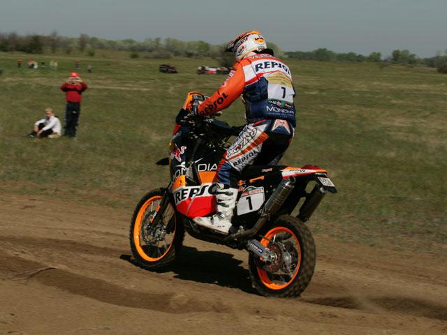 Coma (KTM) arrasa en la primera etapa de las Dakar Series