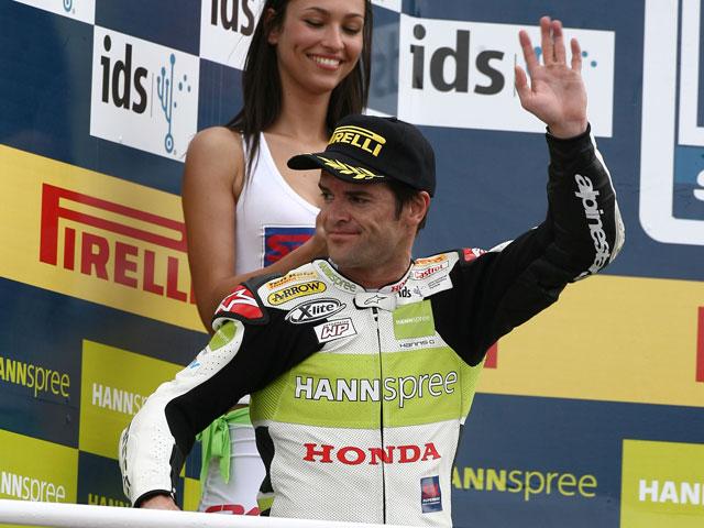 Fonsi Nieto (Suzuki) y Carlos Checa (Honda), a por el liderato en Superbike