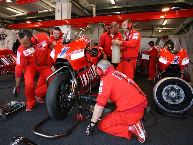 Imagen de Galeria de Ducati invita a Bayliss y Biaggi a probar la GP8