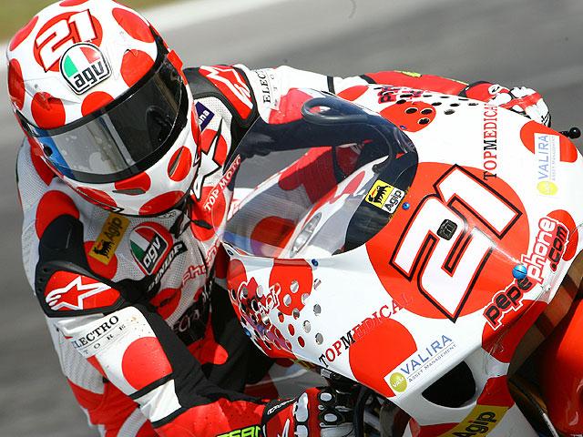 Álvaro Bautista (Aprilia) se impone en 250 cc