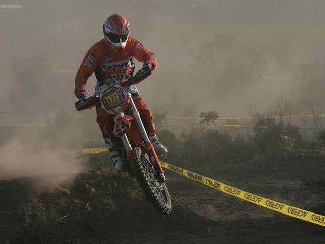 Gerard Farrés (KTM) sube posiciones en Cerdeña