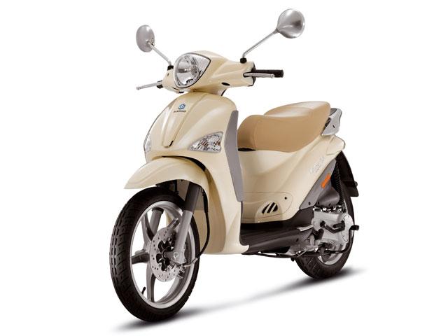 """Imagen de Galeria de Piaggio rebaja sus scooter """"rueda alta"""""""