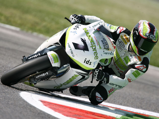 Troy Bayliss (Ducati) logra la superpole. Checa, cuarto