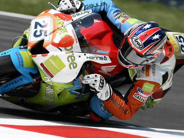 Foret (Yamaha) primero. Brookes (Honda) y Parkes (Yamaha) completan el podio