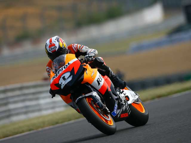 Colin Edwards (Yamaha), a ritmo de récord