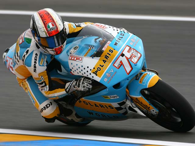 Alex Debón (Aprilia) logra una contundente victoria a ritmo de récord